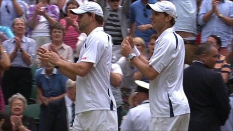 Bryan brothers win men's doubles tile