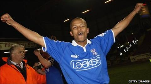 Robert Earnshaw in 2003