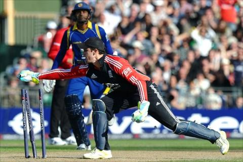 England wicketkeeper Craig Kieswetter runs out Suraj Randiv