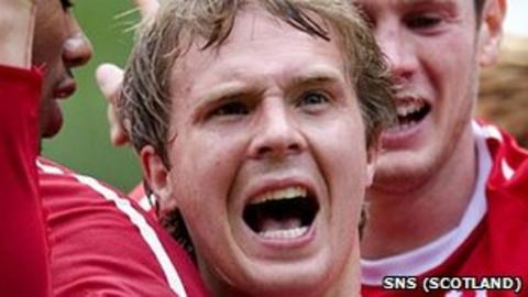 Darren Mackie celebrates his goal against St Johnstone
