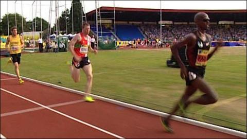 Mo Farah powers to victory in the 5000m at UK trials