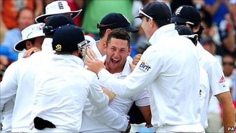 England celebrate another Bresnan wicket