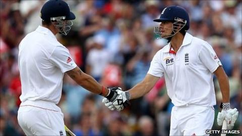 Kevin Pietersen congratulates Alastair Cook