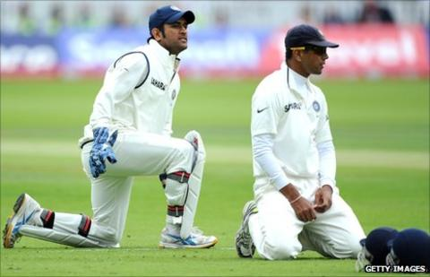 MS Dhoni and Rahul Dravid in the slips