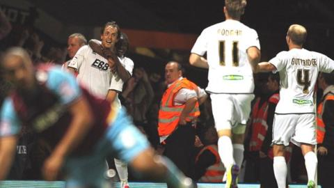 Aldershot beat West Ham