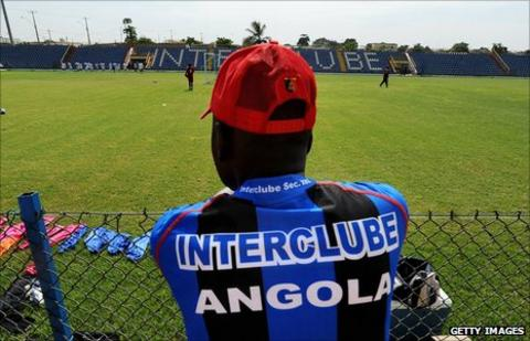 A fan of Angolan side InterClube