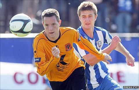 Carrick's Chris Murray in action against Shane Jennings of Coleraine