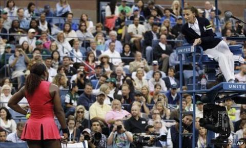 Serena Williams argues with umpire Eva Asderaki