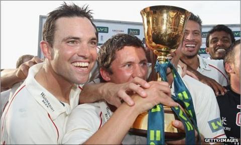 Stephen Moore (l) celebrates winning the County Championship with Simon Kerrigan