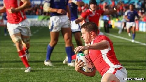 Shane Williams scores for Wales