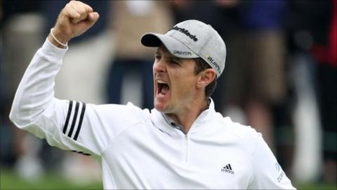 Justin Rose celebrates after sinking the winning putt on the 18th green