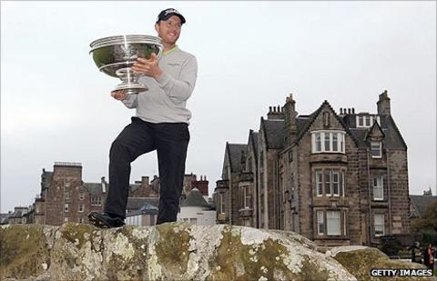 Michael Hoey with the Dunhill Links trophy on Swilken Bridge at St Andrews