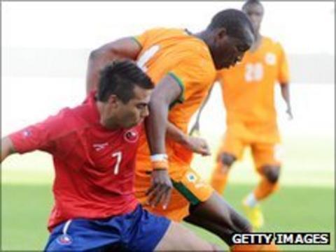 Ivory Coast Under-21s' Soumahoro Johnson clashes with Chile's Eduardo Vargas