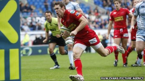 Scarlets' Adam Warren crosses for the first try
