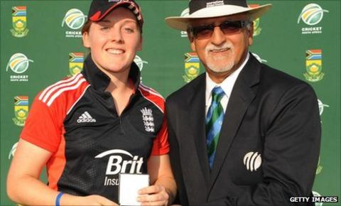 Heather Knight receives her player of the match award from ICC match referee Dev Govindjee