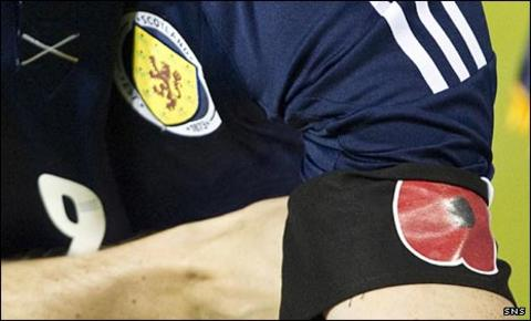 A poppy armband