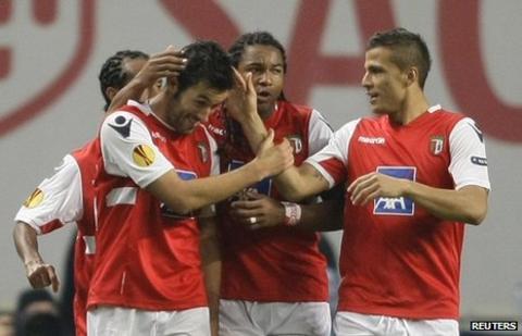 Hugo Viana celebrates his goal