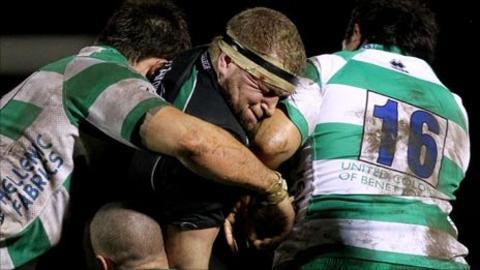 Brett Wilkinson in action against Treviso