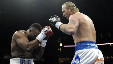 Dereck Chisora (left) and Robert Helenius