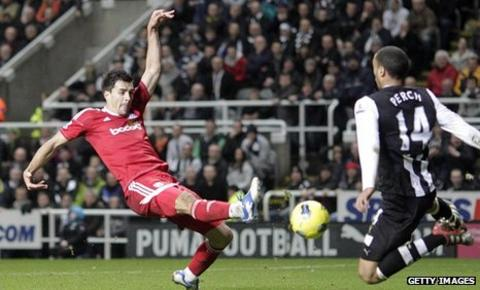 Paul Scharner volleys in the winner for West Brom