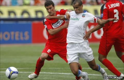 Rivaldo in action for Uzbek side FC Bunyodkor