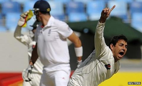 Saeed Ajmal takes Kevin Pietersen's wicket