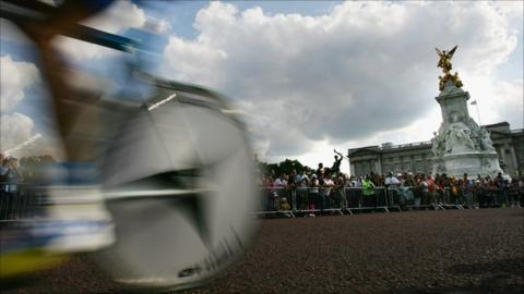 A cyclist in the prologue of the Tour de France outside Buckingham Palace
