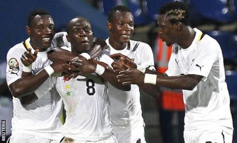 Emmanuel Agyemang Badu celebrates his goal with team-mates