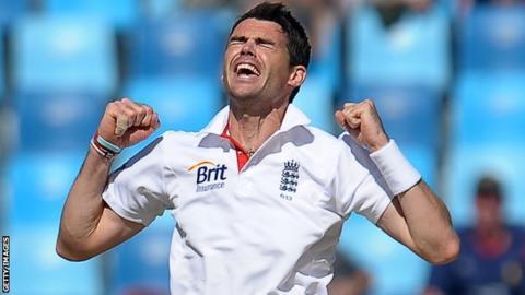 James Anderson took 3-35 in Pakistan's innings