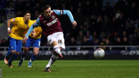 Mark Noble scores for West Ham