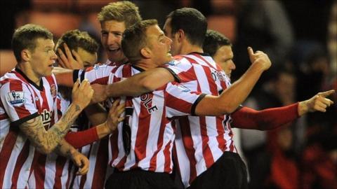 Sunderland celebrate after scoring against Arsenal