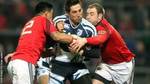 Gavin Henson is tackled by Lifeimi Mafi and Johne Murphy