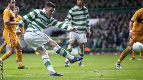 Hooper grabbed the only goal of the game as Celtic beat Motherwell