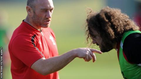 Robin McBryde giving Adam Jones instructions during Wales training