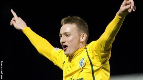 Derek Riordan celebrates a goal for Hibernian