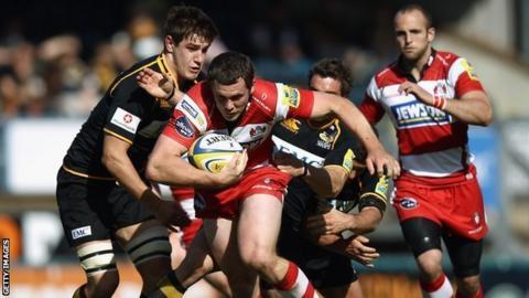 Wasps' Sam Jones tackles Gloucester's Tim Molenaar