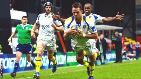 Lee Byrne dives over to score for Clermont