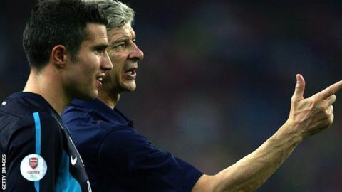 Arsenal striker Robin van Persie and manager Arsene Wenger
