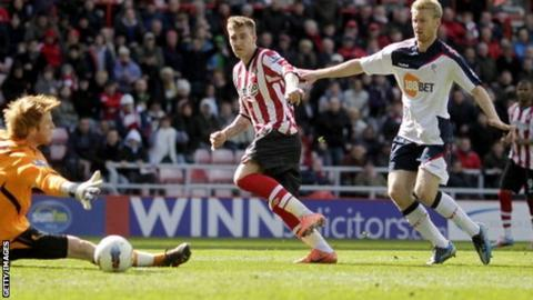 Nicklas Bendtner scores for Sunderland against Bolton
