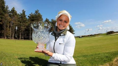 Carly Booth with the Scottish Open trophy