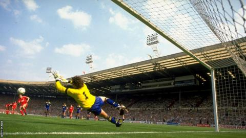 Dave Beasant saves John Aldridge penalty