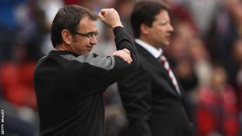 Fenlon shows his frustration during the Scottish Cup final