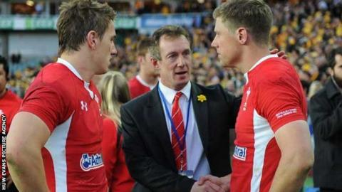 Rob Howley consoles Rhys Priestland and Jonathan Davies