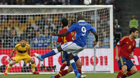 Balotelli shoots over the bar