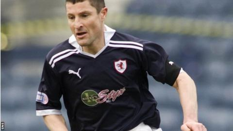 Grant Murray in action for Raith Rovers
