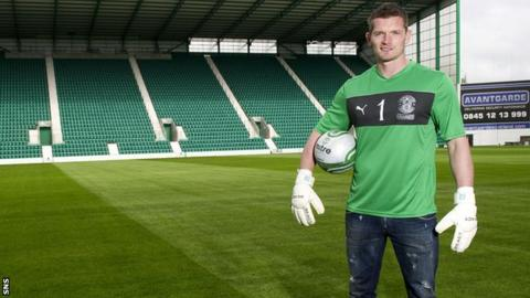Ben Williams has signed a two-year deal at Hibernian