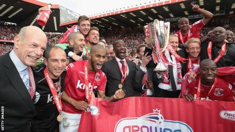 Charlton celebrate winning the League One title