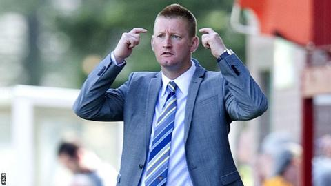 Steve Lomas looks on in frustration as St Johnstone draw with Motherwell