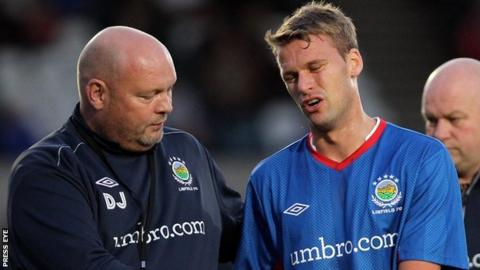 Linfield manager David Jeffrey and striker Peter Thompson