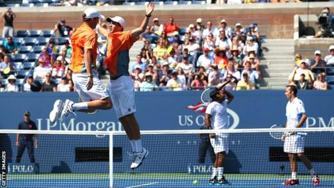 Bob and Mike Bryan celebrate victory over Leander Paes and Radek Stepanek